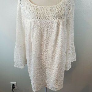 AGB Size 3X Top White Lace Lined Bell Sleeve